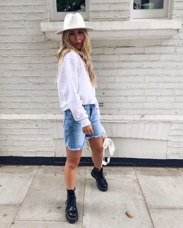 sweater sweatshirt DrMartens black boots denim shorts white bag hat
