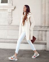 coat,faux fur coat,sneakers,white jeans,cropped jeans,white sweater,cable knit,turtleneck sweater,brown bag