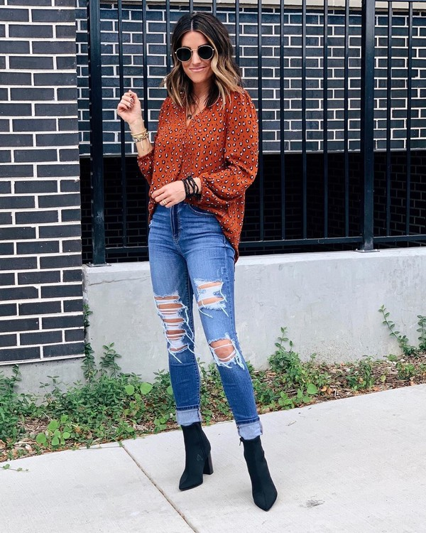 top shirt jeans ripped jeans skinny jeans ankle boots black boots floral shirt