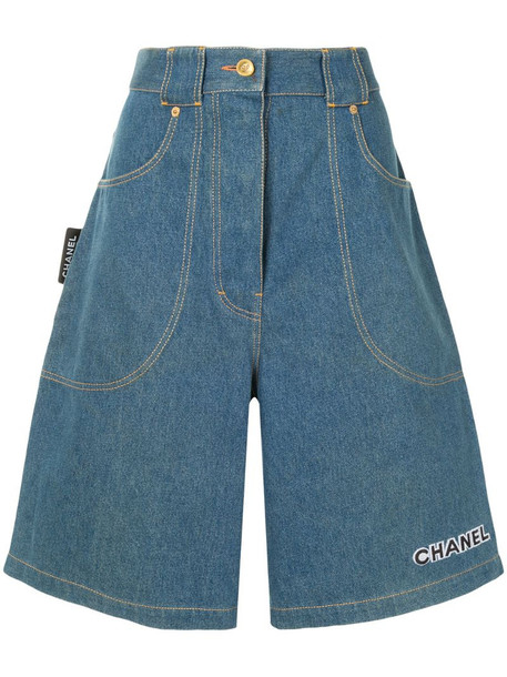 Chanel Pre-Owned wide-legged denim shorts in blue