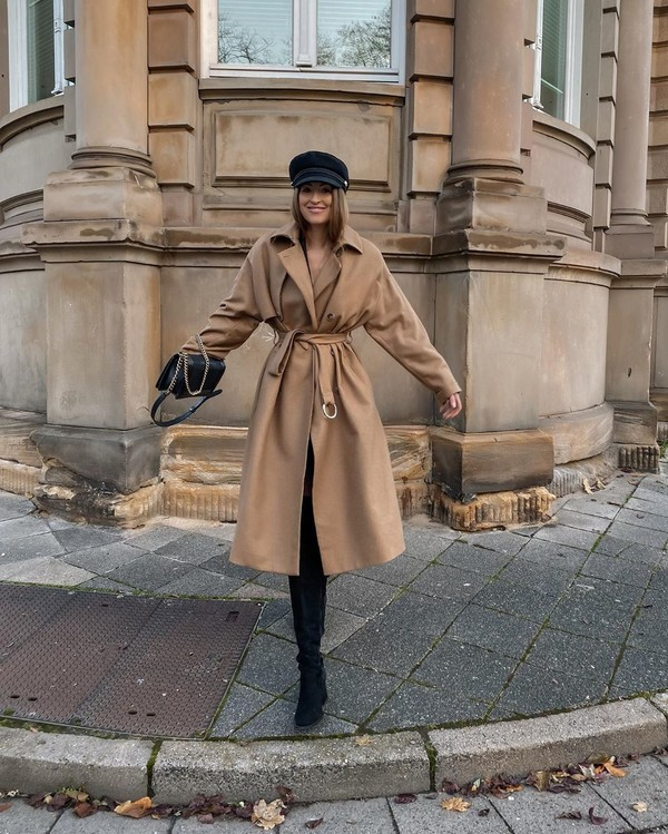 coat beige coat trench coat over the knee boots black boots black leggings leggings beret black bag