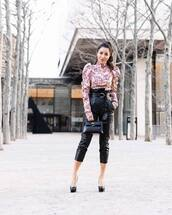 pants,black leather pants,high waisted pants,pumps,black bag,handbag,turtleneck,puffed sleeves