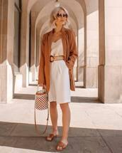 shorts,white shorts,High waisted shorts,slide shoes,bucket bag,blazer,white top