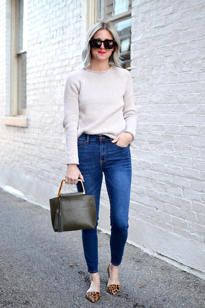 out+outfit blogger sweater bag sunglasses