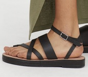 shoes,black strappy sandals