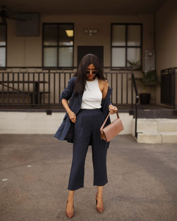 pants high waisted pants navy capri pants pumps blazer white top shoulder bag