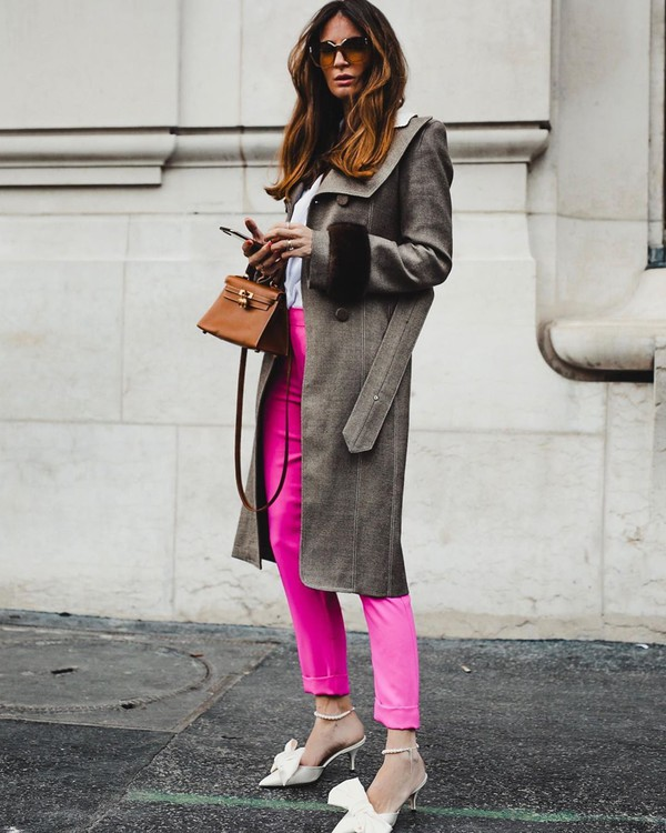 pants pink pants high waisted pants mules leather long coat white blouse brown bag