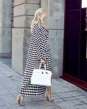 shoes,pumps,white bag,long coat,houndstooth