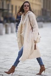 shoes,beige,jeans,alessandra ambrosio,model off-duty,streetstyle,fashion week