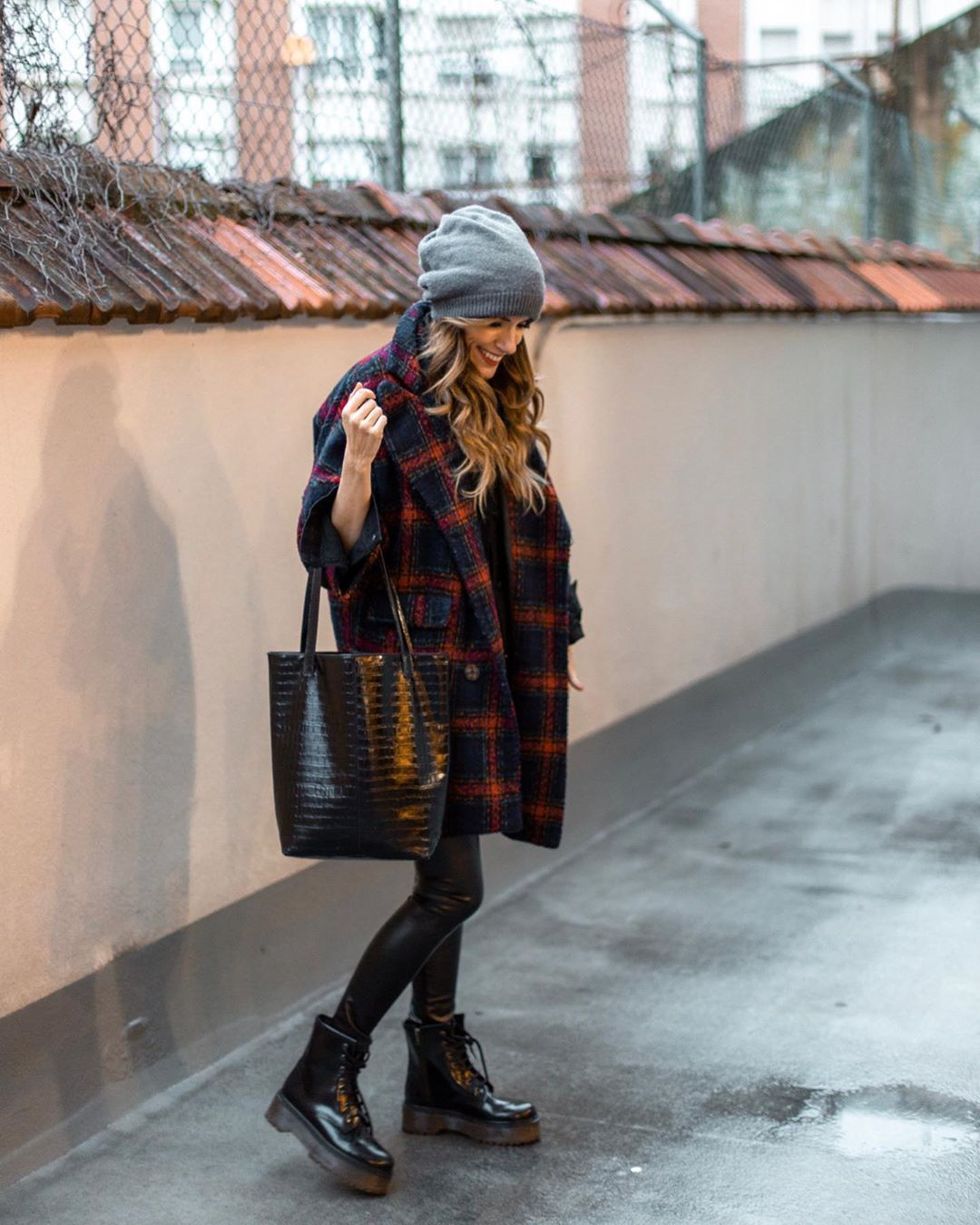 pants black leggings ankle boots black boots black bag long coat beanie