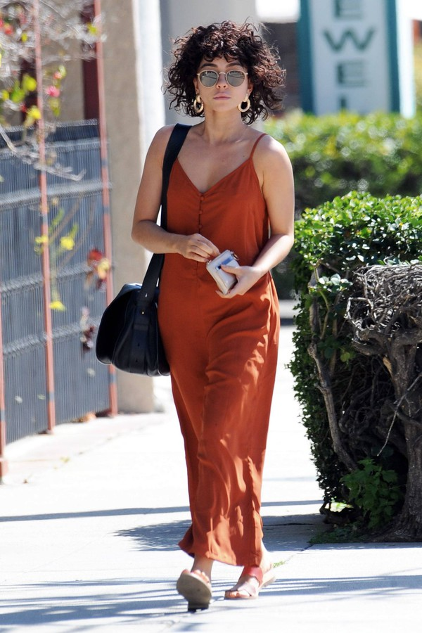 jumpsuit sarah hyland wide-leg pants celebrity streetstyle