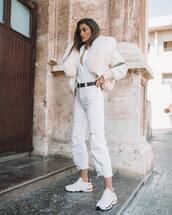 jeans,white jeans,cropped jeans,high waisted jeans,white sneakers,white shirt,vest,fur