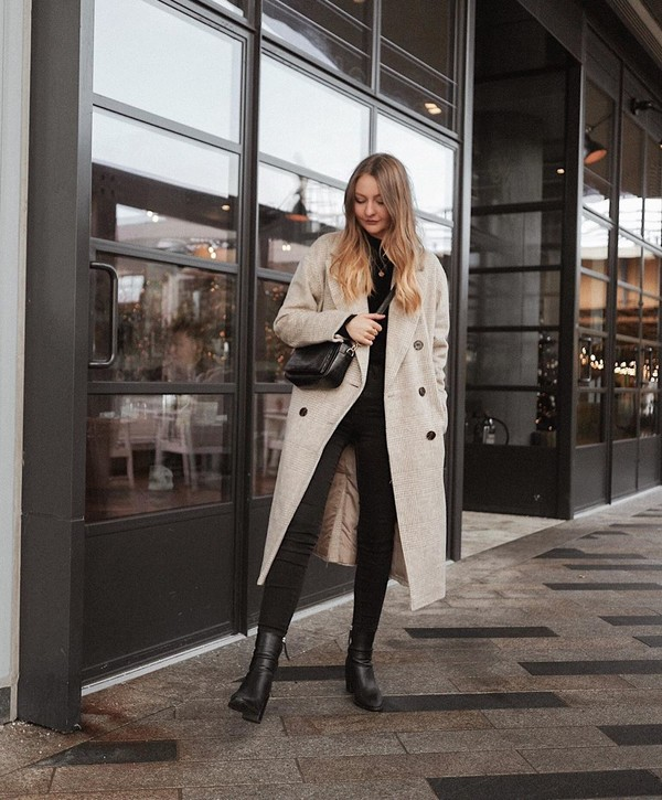 coat long coat double breasted ankle boots black boots black skinny jeans black sweater black bag