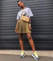 skirt,mini skirt,pleated skirt,sneakers,t-shirt,crossbody bag