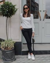 top,white blouse,long sleeves,black pants,skinny pants,white sneakers,black bag