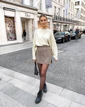 skirt,mini skirt,high waisted skirt,slit skirt,black boots,ankle boots,tights,black bag,white sweater