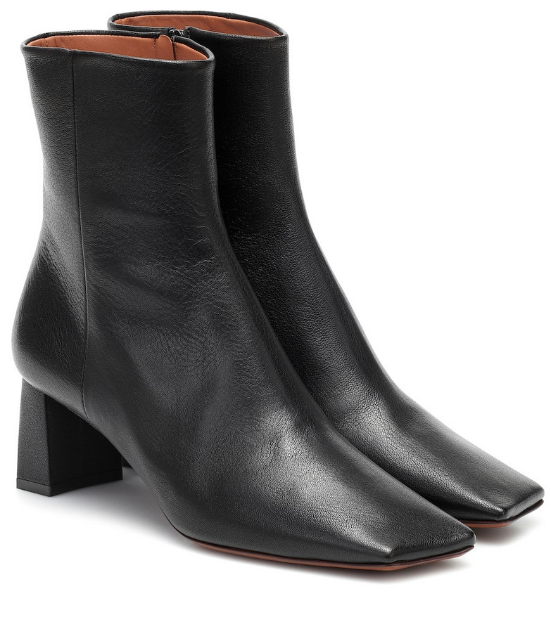 Vetements Boomerang leather ankle boots in black