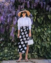 skirt,black skirt,midi skirt,polka dots,carolina herrera,black sandals,white bag,boxed bag,white shirt,sunglasses,felt hat