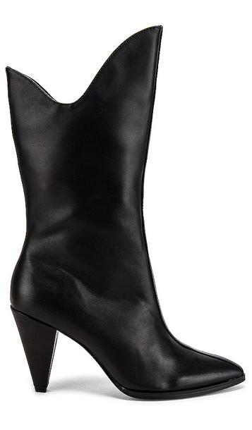 JAGGAR Pinnacle Leather Boot in Black