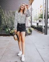 shorts,black shorts,denim shorts,High waisted shorts,white sneakers,white shirt,hat,shoulder bag