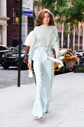 pants,streetstyle,streetwear,gigi hadid,gigi hadid style