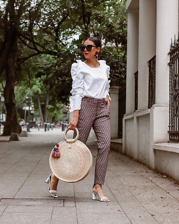 top white blouse ruffle high waisted pants skinny pants maxi bag white sandals