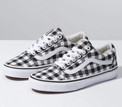 shoes,black sneakers,white,black,checkered,white sneakers