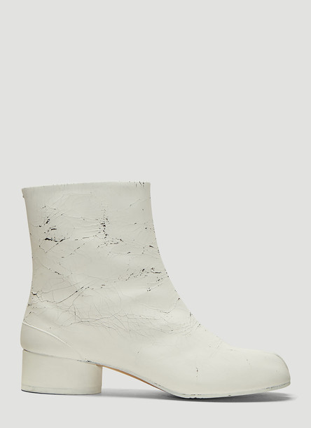 Maison Margiela Cracked Paint Tabi Ankle Boots in White size EU - 36
