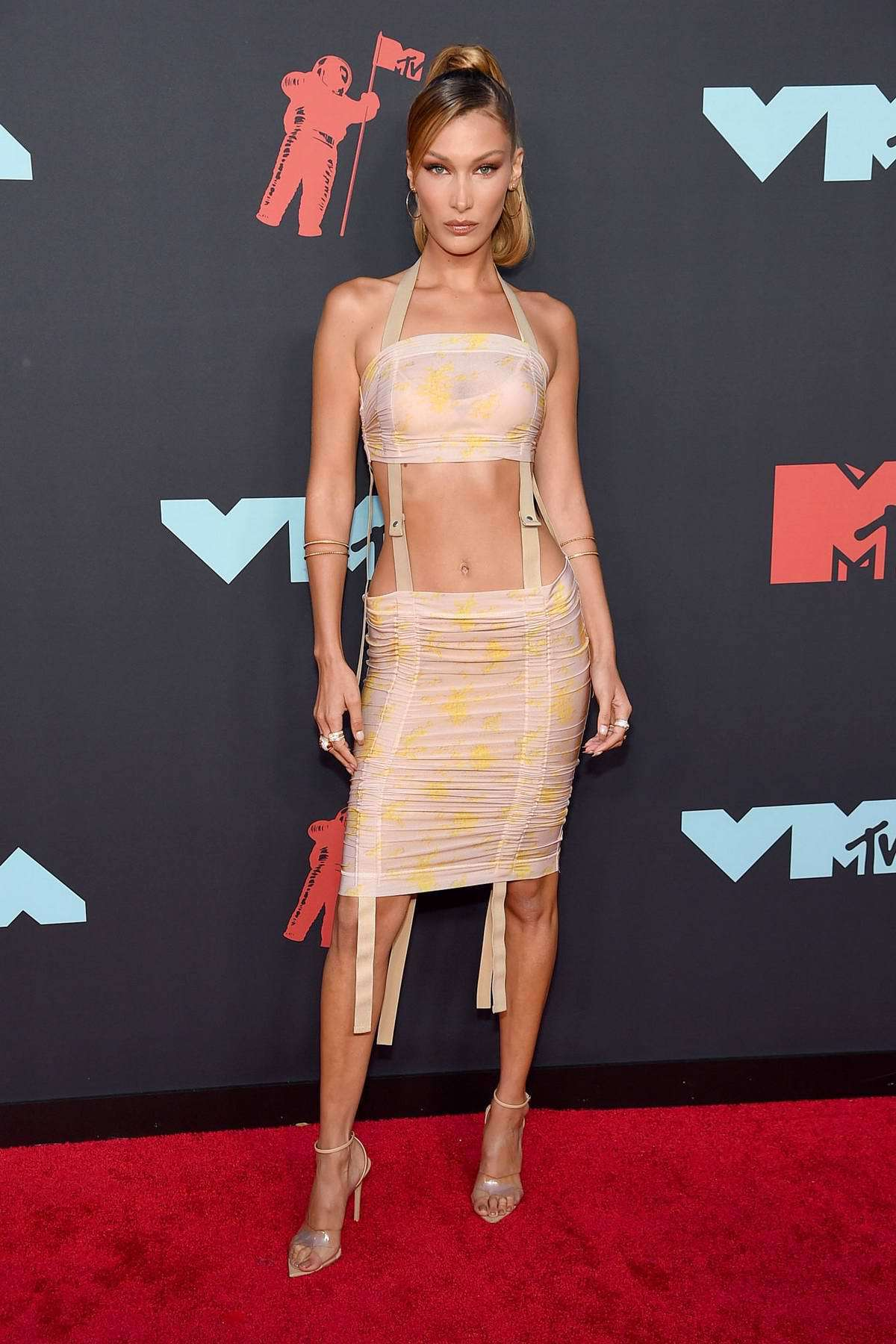 shoes nude nude top skirt two piece dress set bella hadid red carpet dress model crop tops vma