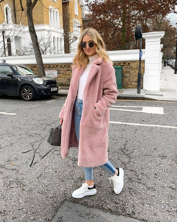 coat long coat blush faux fur white sneakers skinny jeans bag turtleneck sunglasses casual streetstyle