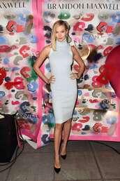 dress,karlie kloss,model off-duty,midi dress,bodycon dress,pumps