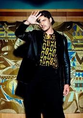 shirt,pedro pascal,yellow,yellow top,menswear