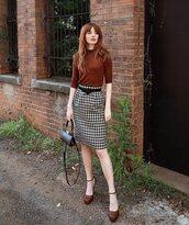 skirt,midi skirt,high waisted skirt,houndstooth,pumps,black bag,sweater