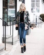jeans,skinny jeans,cropped jeans,ankle boots,black boots,floral,black blazer,black top,black bag