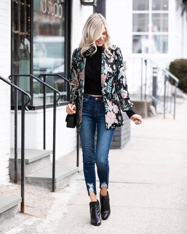 jeans skinny jeans cropped jeans ankle boots black boots floral black blazer black top black bag