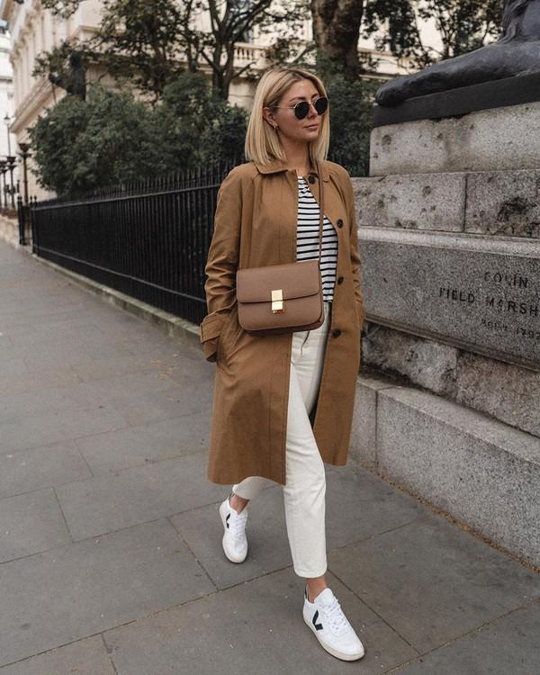 coat trench coat asos white sneakers white jeans high waisted jeans striped top h&m brown bag
