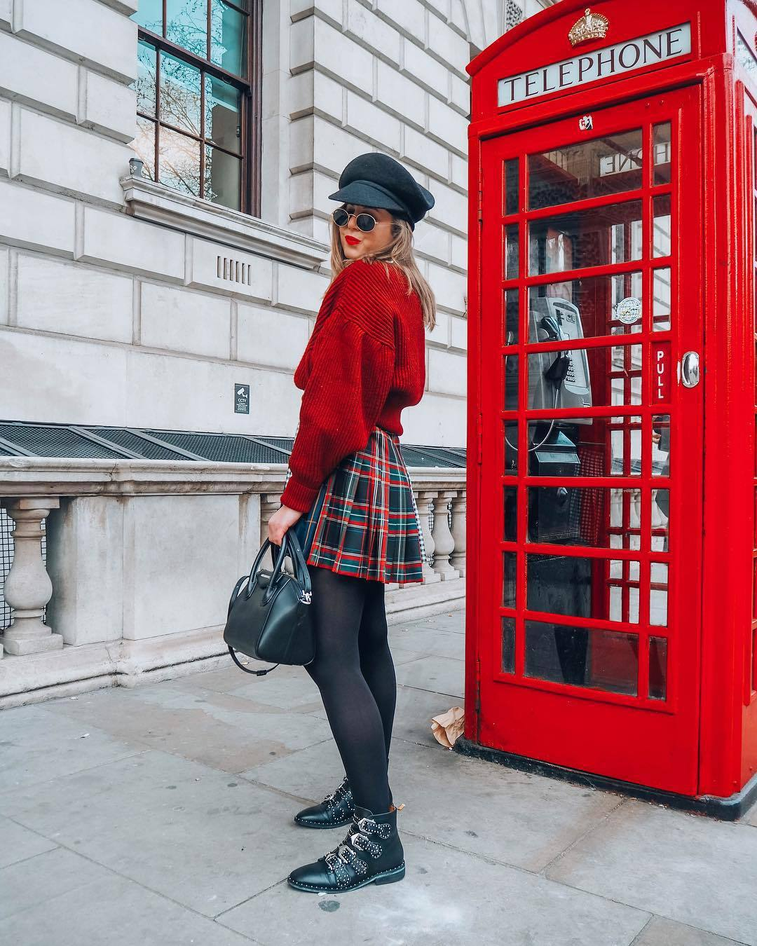 skirt pleated skirt plaid skirt ankle boots black boots tights black bag sweater oversized sweater beret