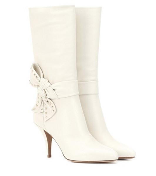 Valentino Garavani Rockstud Side Bow leather boots in white
