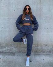 pants,joggers,sneakers,sweatshirt,sportswear