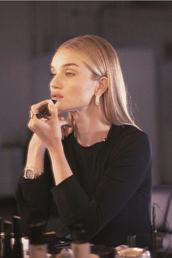 top,celebrity,rosie huntington-whiteley,model off-duty,black top