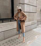coat,beige coat,pumps,ripped jeans,sweater,hat,bag