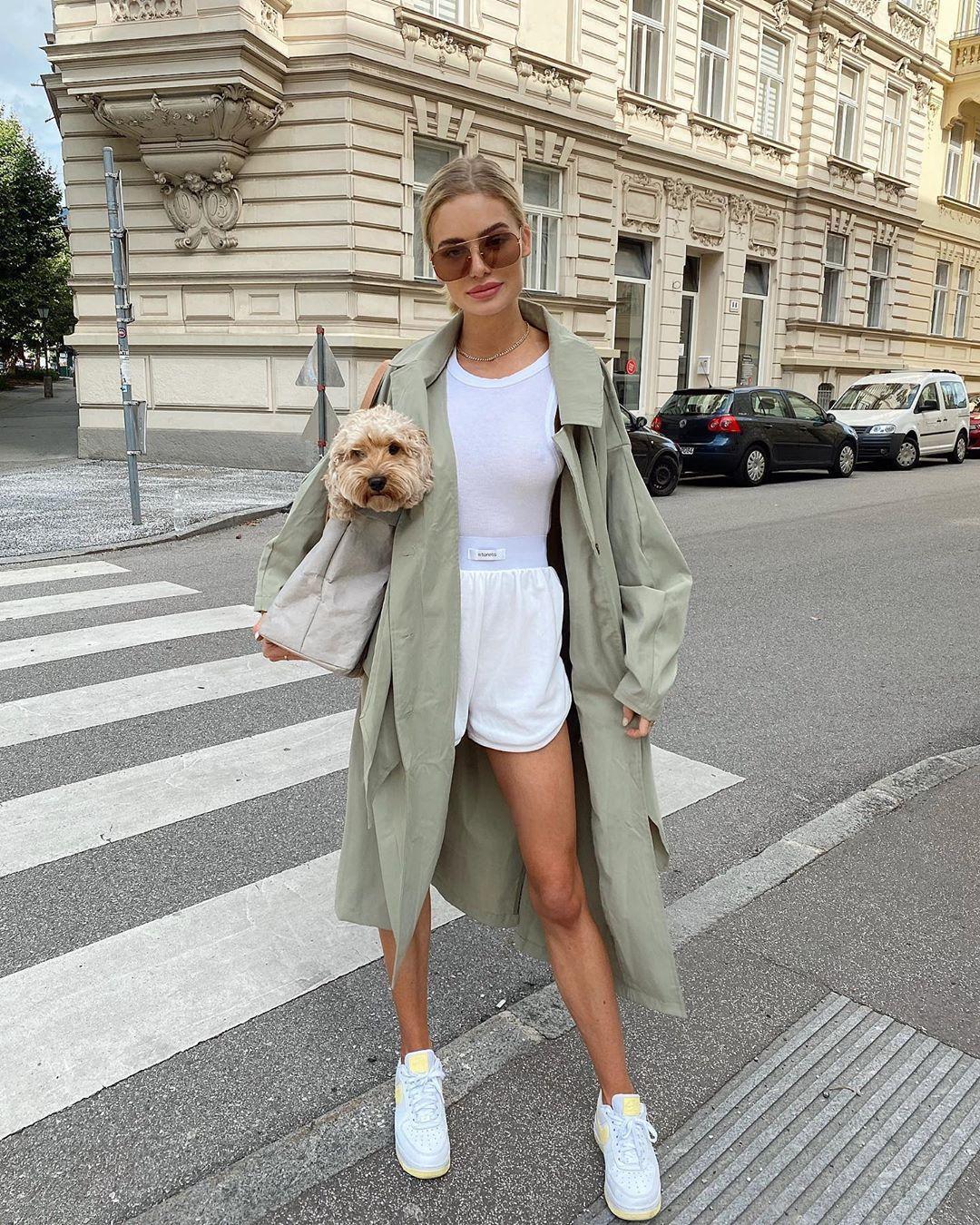 bag shoulder bag trench coat white sneakers white shorts tank top