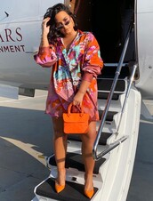 top,shirt,demi lovato,oversized,instagram,celebrity,pumps
