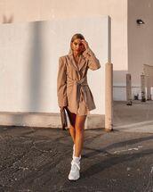 jacket,blazer,white sneakers,bag