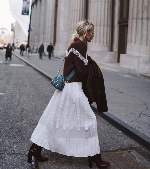 skirt maxi skirt pleated skirt white skirt heel boots brown boots crossbody bag chloe knitted sweater brown sweater faux fur coat brown coat