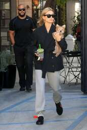 shoes,hailey baldwin,model off-duty,fall outfits,casual,streetstyle,sweatpants