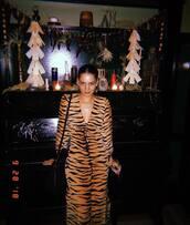 dress,brown dress,tiger print,animal print
