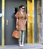 bag,brown bag,leather,coat,pumps,cropped jeans