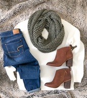 sweater,white,scarf,green,booties,brown