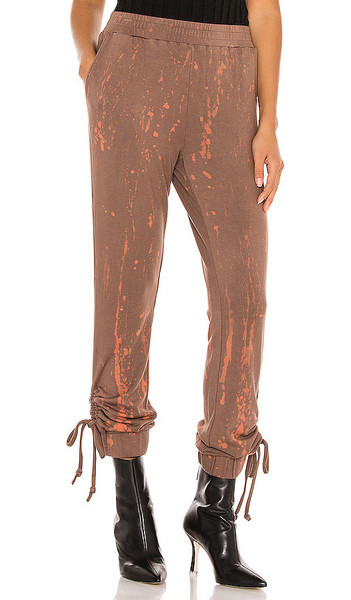 KENDALL + KYLIE KENDALL + KYLIE Mineral Wash Sweatpant in Brown in chocolate